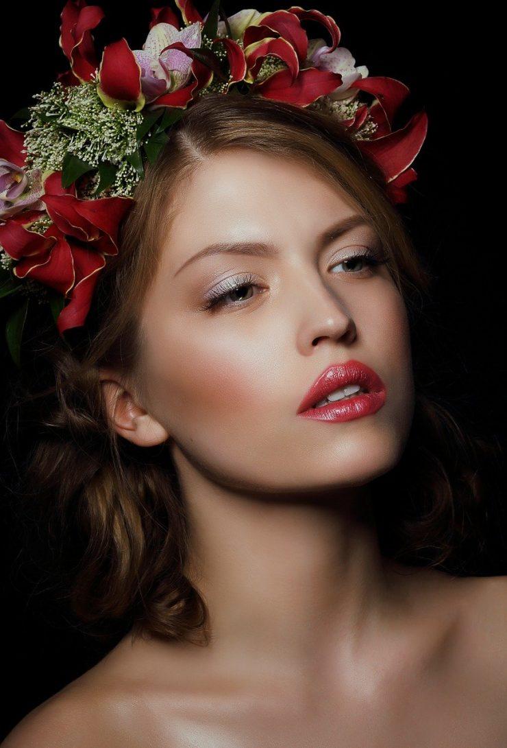 Woman Person Flowers Wreaths  - Gromovataya / Pixabay